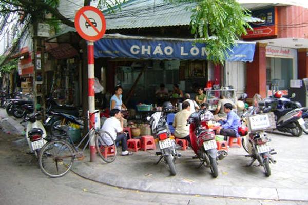 ba-hang-chao-long-cho-bua-sang-o-pho-co-ha-noi-2