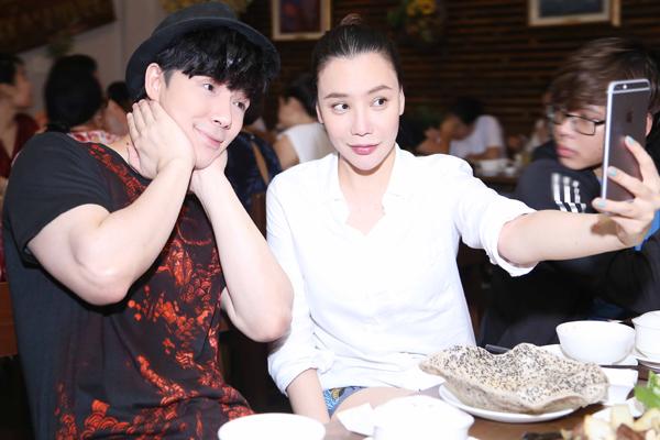 ho-quynh-huong-nathan-lee-dua-minh-nhu-di-an-chay-5