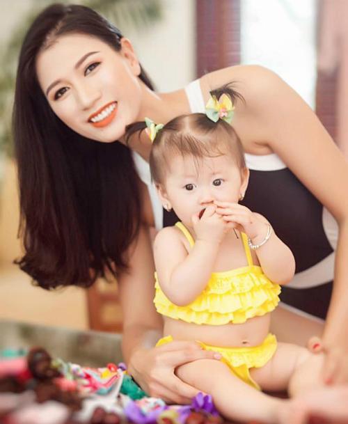 TrangTrần hé lộ bộ ảnh chụp cùng con gái yêu: