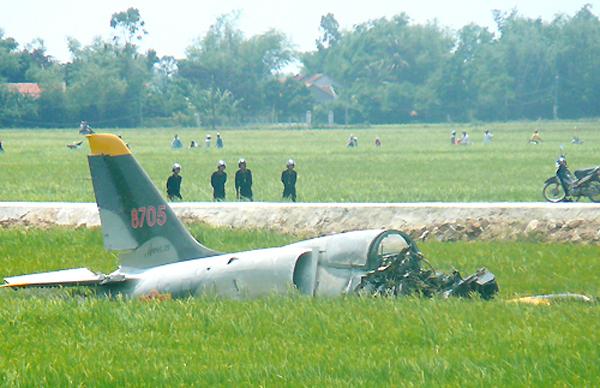 L-39 là máy bay huấn luyện chiến đấu phản lực do hãng Aero Vodochody (Tiệp Khắc) nghiên cứu phát triển từ những năm 1960. Máy bay này được Không quân Nhân dân Việt Nam làm nhiệm vụ huấn luyện phi công quân sự. Năm 2007, trong lúc huấn luyện, một chiếc L-39 cũng đã rơi xuống bờ biển thuộc địa phận xã Phước Dinh, huyện Ninh Phước tỉnh Ninh Thuận. Hai phi công có mặt trên máy bay tử nạn.