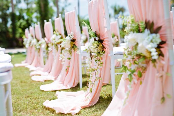 [Caption]Ghế Chiavari có thiết kế mộc mạc, đơn giản nhưng tinh tế, đẳng cấp và có thể biến tấu phù hợp với các style trang trí tiệc cưới.