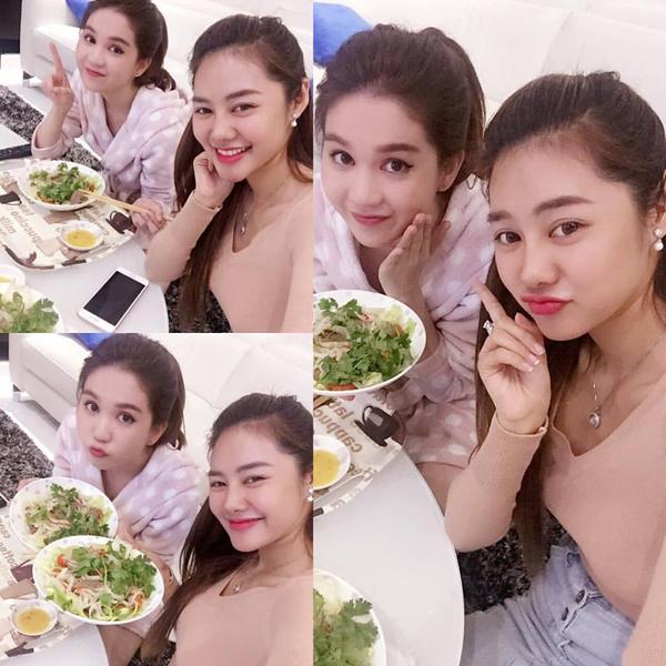 Linh Chi và Ngọc Trinh Ăn uống với chị 2 xong ngủ nghỉ chuẩn bị tinh thần thép cho buổi ra mắt phim  Găng Tay Đỏ  tối nay ... ! He