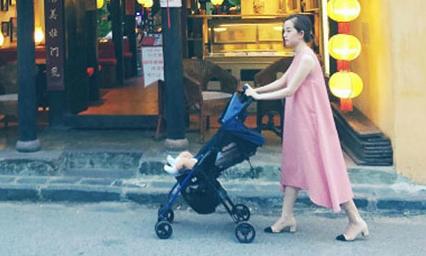 Ly 'Kute' và con trai thong dong đi dạo phố cổ Hội An