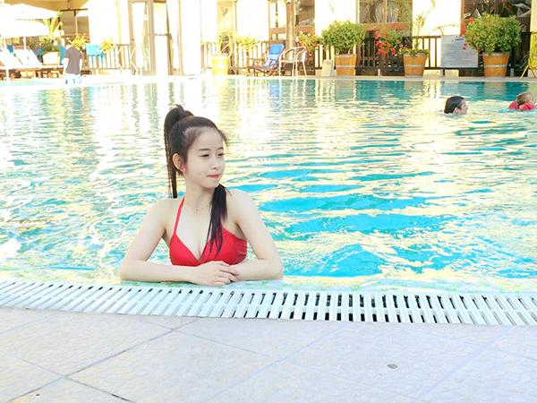 hot-girl-tuyet-van-khoe-duong-cong-van-nguoi-me