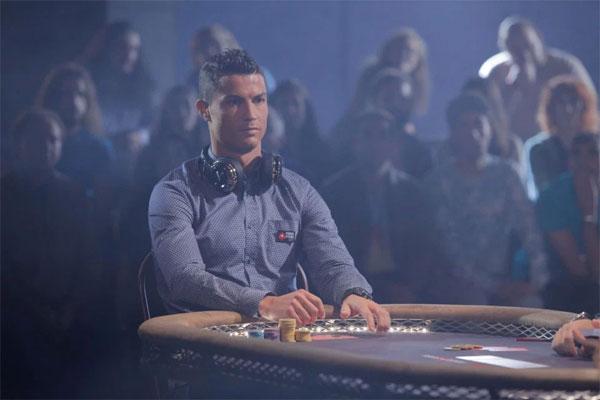 c-ronaldo-sanh-dieu-choi-poker-ben-nguoi-dep-5