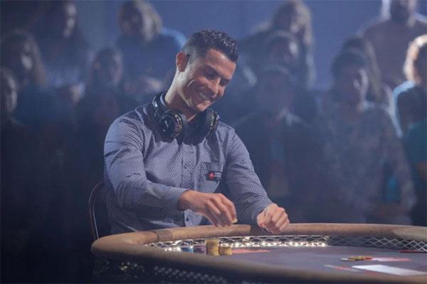 c-ronaldo-sanh-dieu-choi-poker-ben-nguoi-dep-1