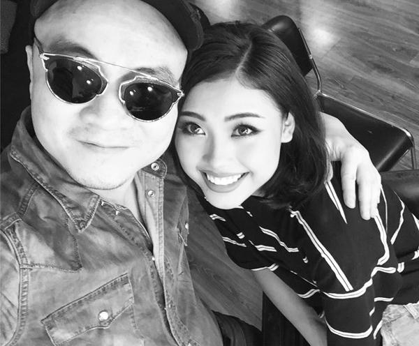 Nhà thiết kế Đỗ Mạnh Cường thân thiết với người đẹp Đào Thị Hà, anh viết: Có hẹn với cô gái DMC yêu thích nhất HHVN 2016 năm nay .