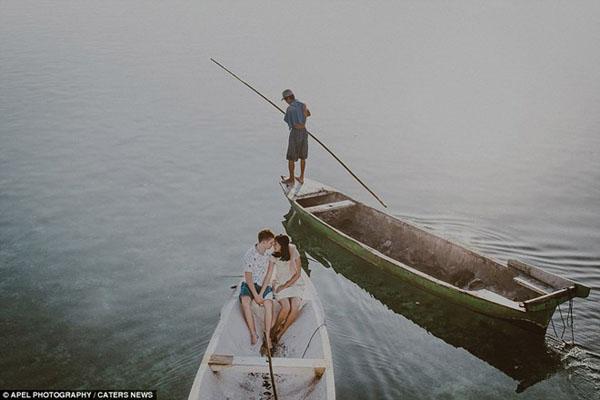[Caption]Hình ảnh bình dị nhưng không kém phần lãng mạn của một cặp vợ chồng trẻ tại Đảo Bali, Indonesia