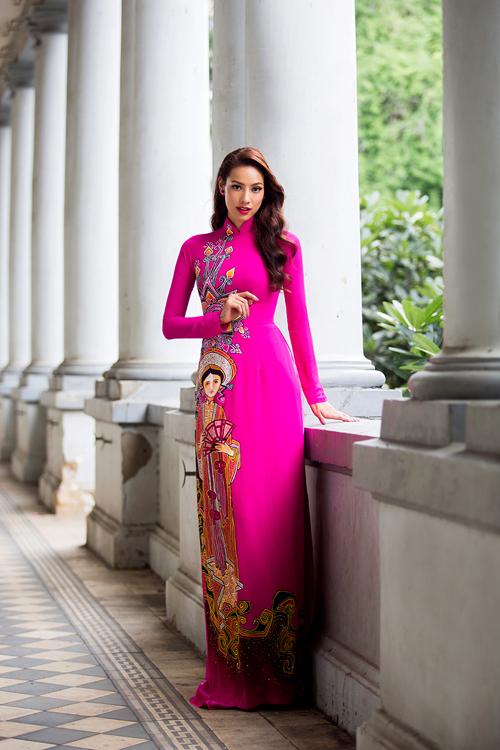 [Caption]Bước ra từ chương trình The Face, Lilly Nguyễn (học trò Hồ Ngọc Hà) trở thành gương mặt đắt show sự kiện, chụp ảnh thời trang ở thời điểm hiện tại. Mới đây, cô nhận lời thể hiện bộ sưu tập áo dài của NTK Minh Châu.