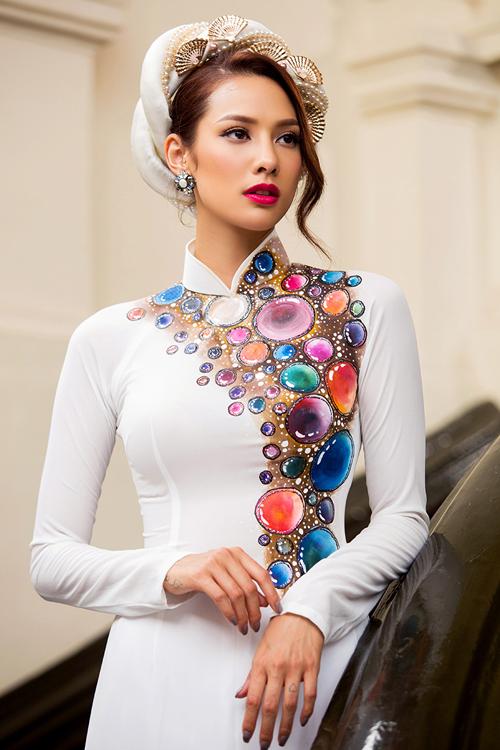 [Caption]Tông màu trắng - xang trở thành xu hướng của mùa cưới 2016 và được nhiều cô dâu ưa chuộng bởi sự thanh tao, duyên dáng, mang đậm nét văn hóa Châu Á.