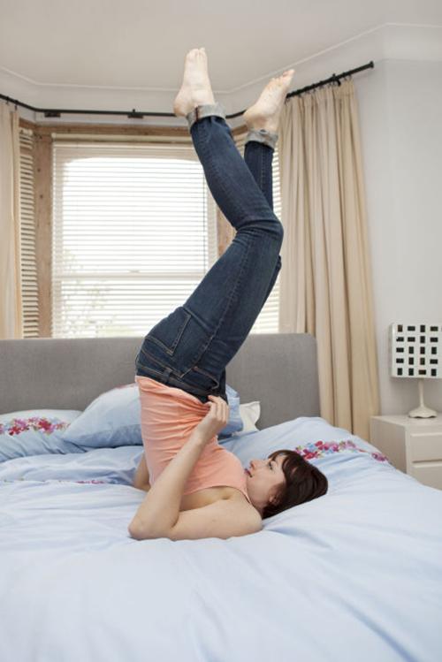 1. Mặc quần jeans chật