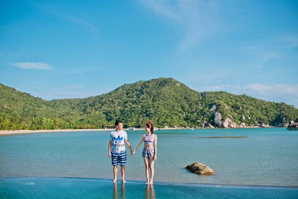 [Caption]Chuyến đi chụp ảnh cưới kết hợp du lịch tới đảo quốc sư tử chứa đựng nhiều kỷ niệm khó quên của cặp đôi. Cảm giác chụp ảnh cưới rất thiêng liêng, không như chụp ảnh lưu niệm bình thường, có lẽ đó là cảm giác hạnh phúc, hồi hộp khi sắp về nhà chồng, Ánh Nguyệt chia sẻ.