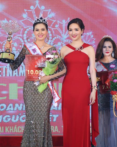 giang-my-ruc-ro-voi-vay-ho-vai-tai-bangkok-6