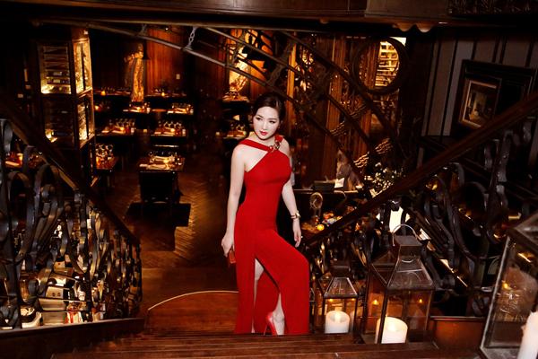 giang-my-ruc-ro-voi-vay-ho-vai-tai-bangkok-3