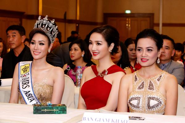 giang-my-ruc-ro-voi-vay-ho-vai-tai-bangkok-5