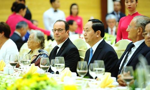 Tổng thống Pháp Francois Hollande trưa nay dự tiệc chiêu đãi của Việt Nam tại Trung tâm Hội nghị Quốc tế, Hà Nội.