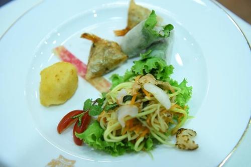 Món mọc cua hoàng đế có lẽ sẽ khiến tổng thống Pháp thích. Chúng tôi xác định rằng phải có một món ăn đặc sắc riêng của Việt Nam để tạo ấn tượng, đầu bếp Hùng nói.