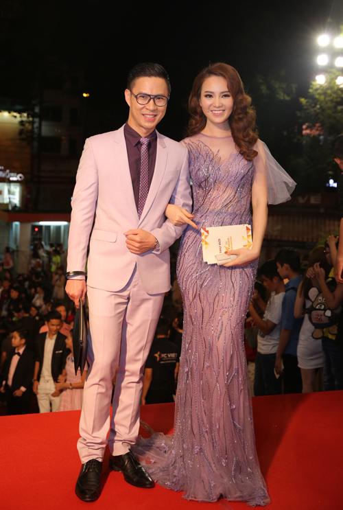 dan-sao-long-lay-tren-tham-do-vtv-awards-4