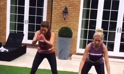 Vợ hai sao Chelsea tập thể dục cường độ cao