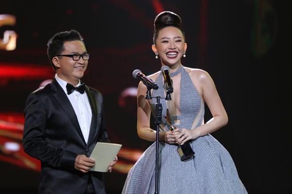 nha-phuong-truong-giang-chien-thang-o-vtv-awards-2016-12