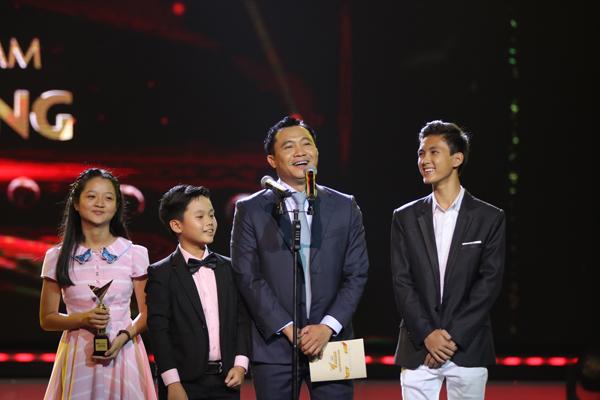 nha-phuong-truong-giang-chien-thang-o-vtv-awards-2016-13