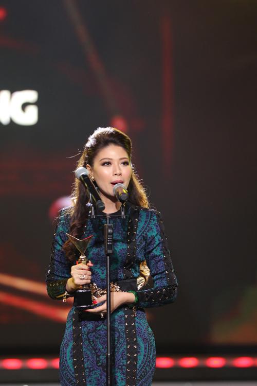 nha-phuong-truong-giang-chien-thang-o-vtv-awards-2016-5