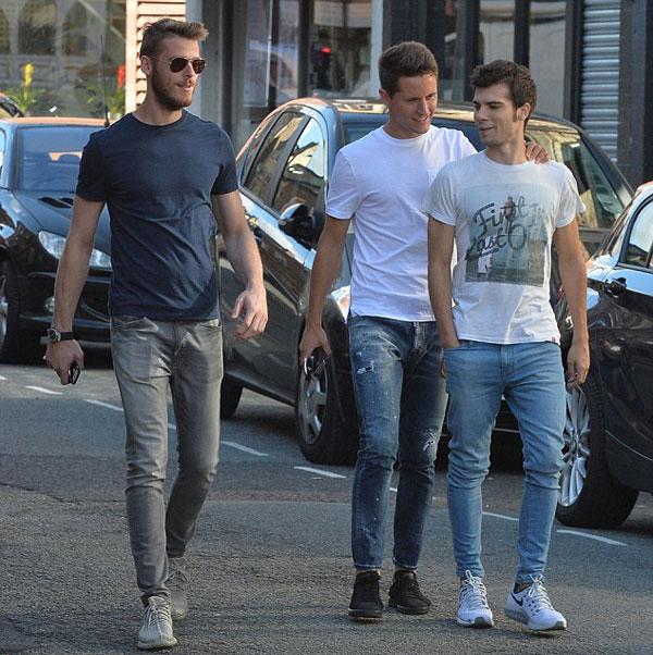 De Gea, Herrera và Mata là những cầu thủ Tây Ban Nha cùng khoác áo Quỷ đỏ nên rất thân nhau.
