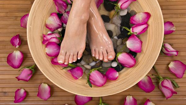 Ngâm chân trước khi đi ngủ là thói quen rất có lợi cho sức khỏe.