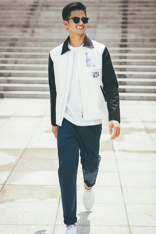 những mẫu áo khoác mang kiểu dáng hiện đại và bắt mắt với hình in có thể thay thế trên những chiếc túi.