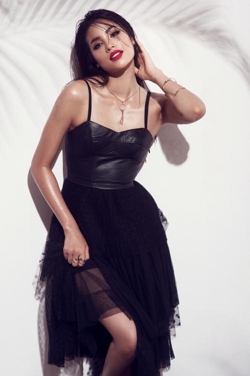 pham-huong-lam-moi-hinh-anh-bang-phong-cach-sexy
