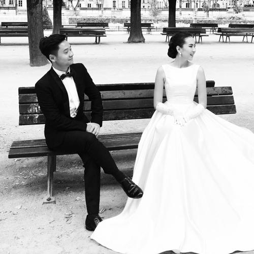 [Caption]Nữ MC chia sẻ bức ảnh lãng mạn chụp tại Paris (Pháp) với dòng chữ Khi châu Âu vào mùa thu. Cảm ơn vì luôn biến giấc mơ của em thành hiện thực.