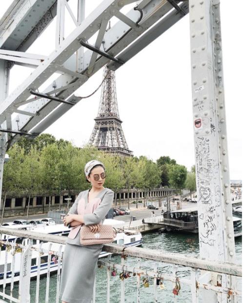 [Caption]Cô và bạn trai thiếu gia đã có khoảng thời gian hơn 10 năm bên nhau. Gia đình chồng Mai Ngọc sở hữu chuỗi nhà hàng và công ty tổ chức sự kiện nổi tiếng ở Hà Nội.