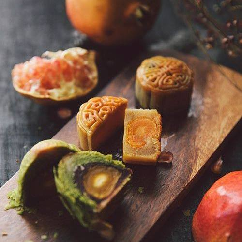 Bánh Trung thu chứa nhiều đường và chất béo, ăn nhiều không tốt với người tiểu đường, cao huyết áp. Ảnh: Khánh Huyền