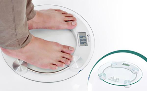 Ăn tối muộn khiến cơ thể không đủ thời gian tiêu hóa, dễ gây tăng cân, béo phì.