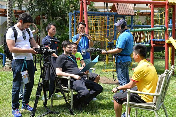 Sau khi chứng kiến chiến thắng ấn tượng với tỷ số 4-2 của ĐT Việt Nam trước Guatemala, kênh truyền hình riêng của FIFA (FIFA TV) ngay lập tức đã kết nối với ĐT Việt Nam đề nghị xếp lịch phỏng vấn cầu thủ Minh Trí và cầu thủ Văn Vũ  2 tác giả đã lập công trong 4 bàn thắng vào lưới Guatemala- để phục vụ cho một bản tin đặc biệt về futsal Việt Nam.