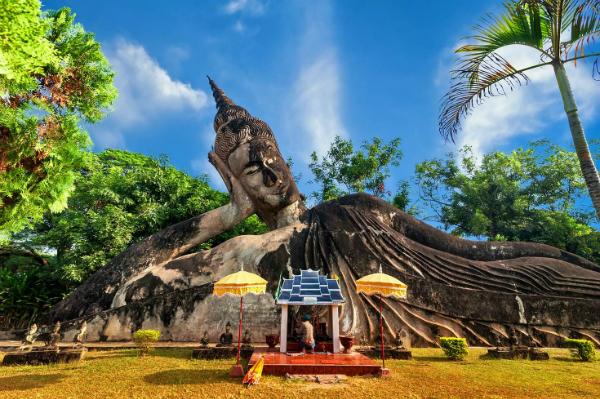 Xieng Khuan, một trong những địa danh tôn giáo nổi tiếng nhất tại đây. Ảnh: shutterstock.