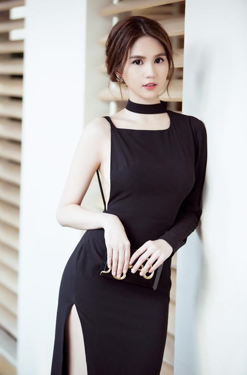 ngoc-trinh-chon-vay-ao-ton-duong-cong-sexy-6