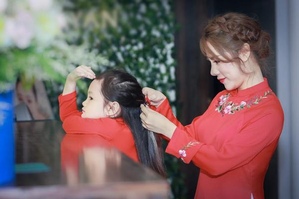 mc-bach-lan-phuong-ban-may-cung-danh-thoi-gian-cho-con