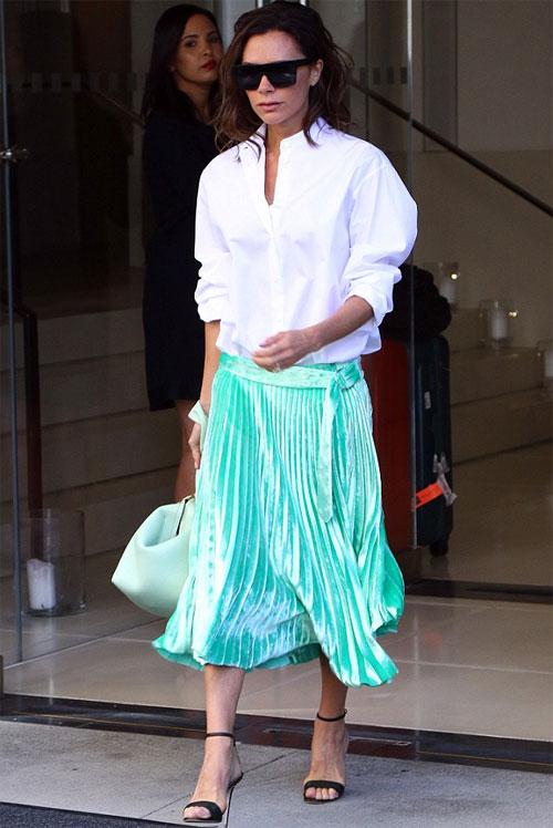 Bà Becks dịu dàng, phong cách khi rời khỏi khách sạn ở New York hôm 13/9.