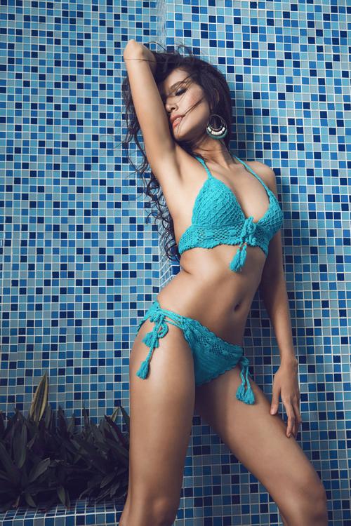 quanh-di-goi-cam-voi-bikini-len-moc-5