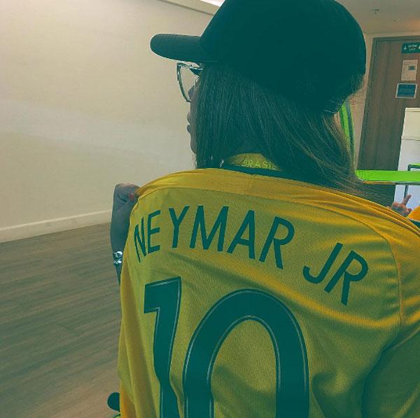 em-gai-neymar-hot-tren-mang-xa-hoi-nho-ve-dep-brazil