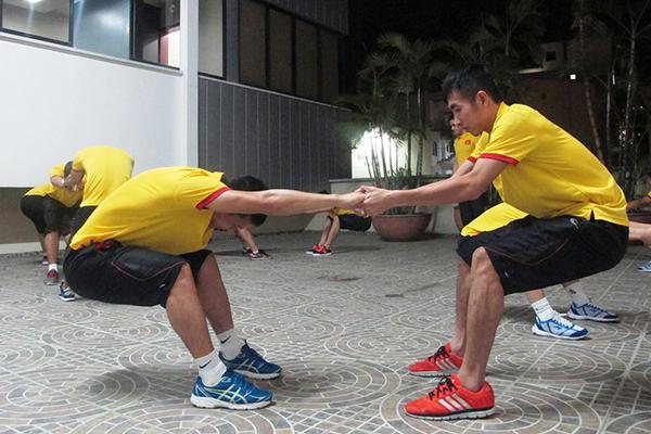 tuyen-futsal-viet-nam-di-chuyen-500km-chun-bi-doi-dau-italy-6