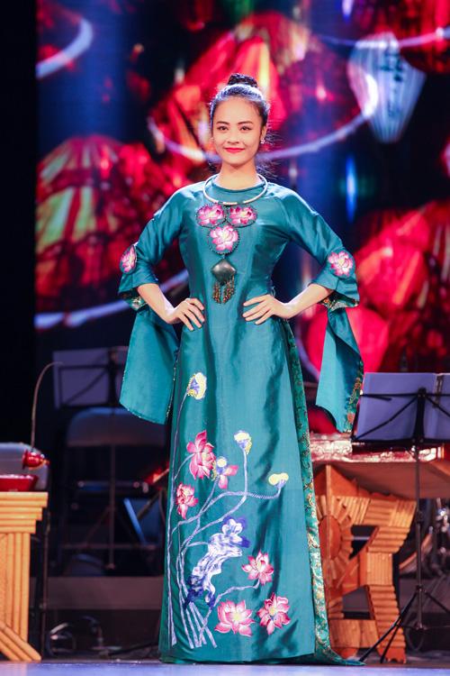 ao-dai-lan-huong-chinh-phuc-khan-gia-tai-bac-kinh-3