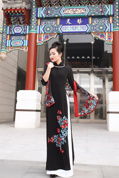 ao-dai-lan-huong-chinh-phuc-khan-gia-tai-bac-kinh-5