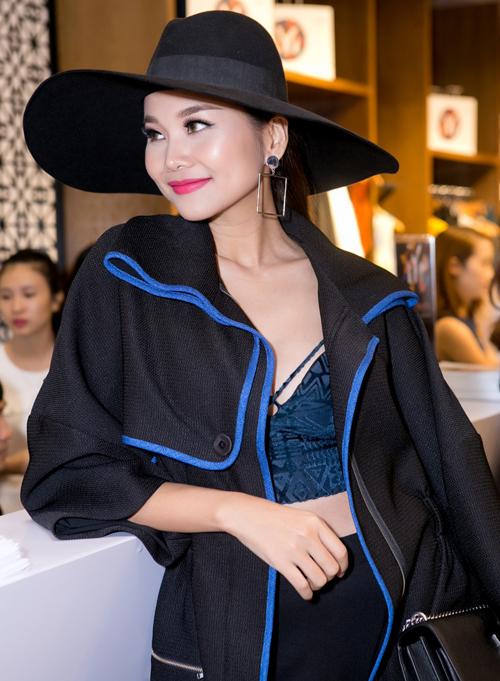 thanh-hang-phanh-ao-do-eo-thon-voi-lan-khue-3