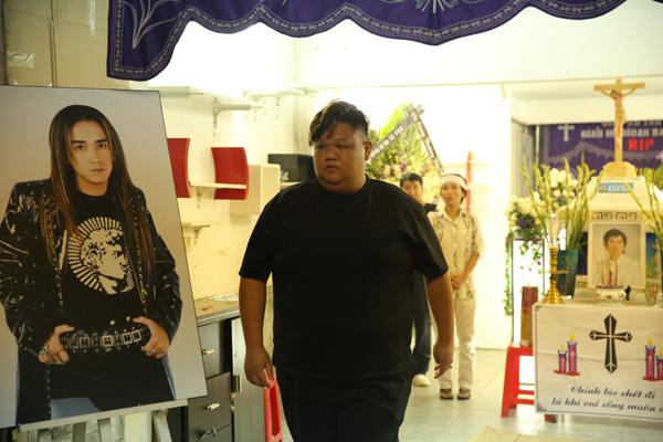 Ca sĩ Vương Khang.