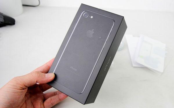 iphone-7-jet-black-dau-tien-o-viet-nam-gia-32-trieu-dong