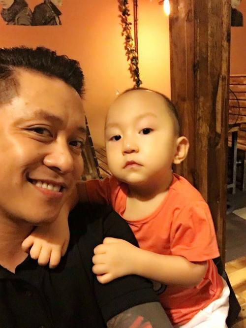 Tuấn Hưng khoe ảnh với con trai, bé Su Hào