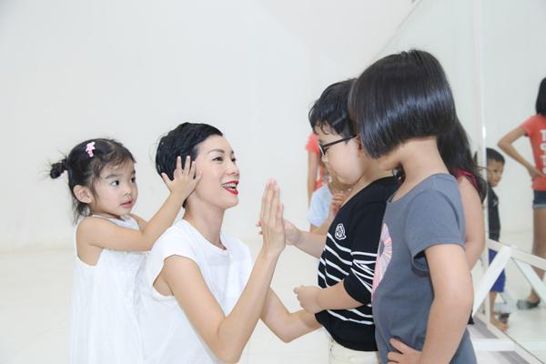 con-gai-xuan-lan-tap-catwalk-cung-me-1