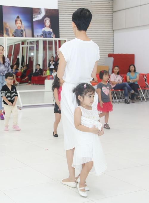 con-gai-xuan-lan-tap-catwalk-cung-me-2